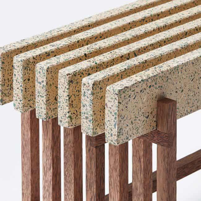 ספסל עשוי מלוחות של טראצו בשילוב רגליים מעץ מלא