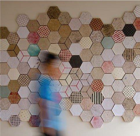 אריחים מנייר ממוחזר - מתוך כתבה מקצועית על חומרים בעיצוב מאת שרון אלה