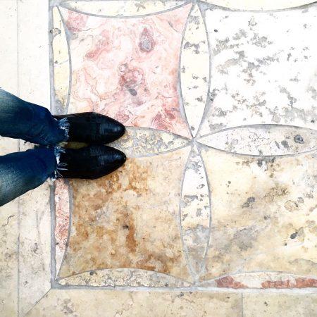 אבן ירושלמית טבעית בסיור בהנחיית שרון אלה בירושלים
